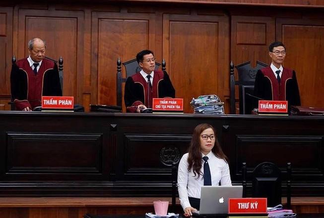 Tình tiết bất ngờ trước phiên xử ly hôn vợ chồng Trung Nguyên