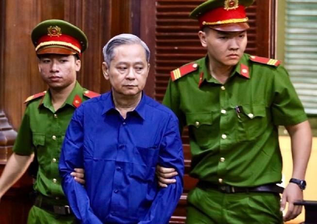Ông Nguyễn Hữu Tín và các bị cáo đã đến tòa