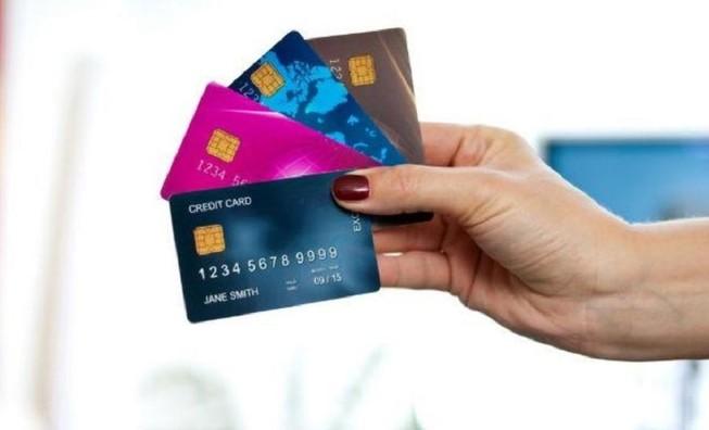 Xài thẻ tín dụng 500 triệu bị kiện đòi 3,6 tỉ đồng