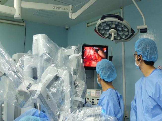 Phẫu thuật robot cứu thai phụ song sinh