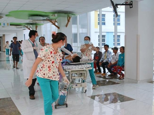 6 giờ giành giật mạng sống cho nữ sinh của hơn 20 y bác sĩ