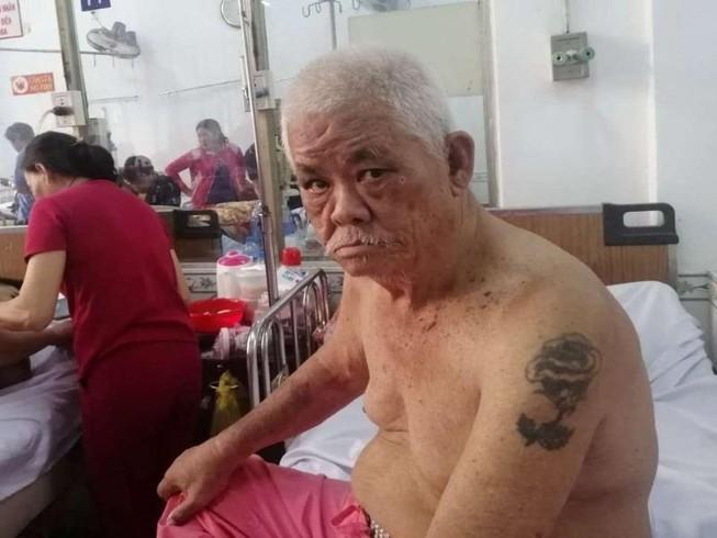 Tìm người thân cho cụ ông xăm hình bông hồng trên bắp tay