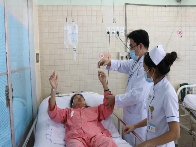 Bệnh nhân đang nằm viện đột nhiên đau đầu, hôn mê sâu