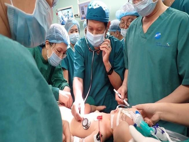 Ca mổ tách song sinh: Dị tật phù hợp dự liệu trước phẫu thuật