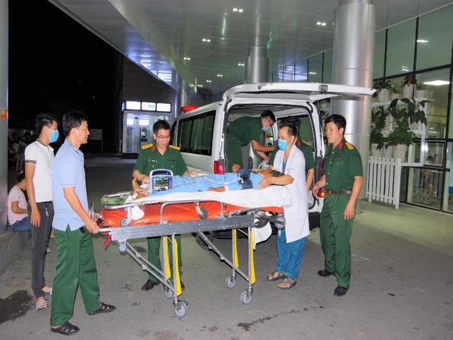 Trực thăng bay đêm cứu ngư dân ở quần đảo Trường Sa