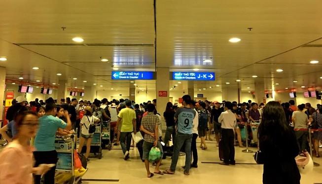 Tăng phí sân bay, khách sắp tốn thêm tiền