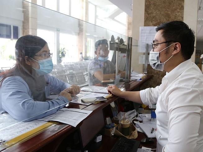 Quy định thuế TNDN tại Nghị định 126 là không phù hợp thực tế. Trong ảnh: Doanh nghiệp làm thủ tục thuế tại Cục Thuế TP.HCM. Ảnh: HOÀNG GIANG