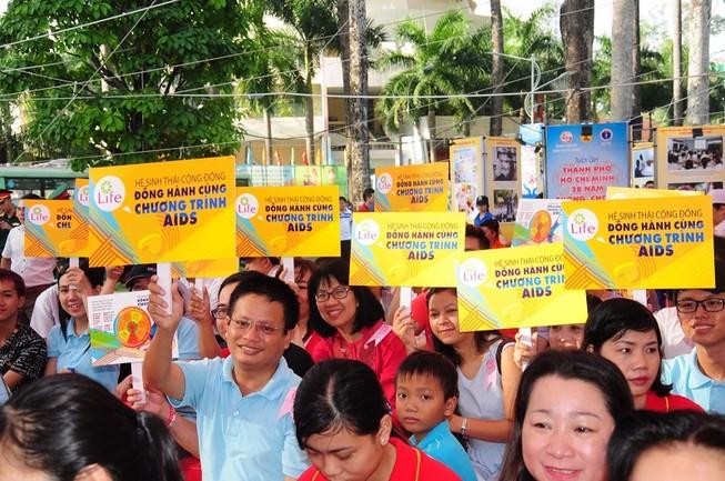Việt Nam có khoảng 8.000 ca nhiễm HIV mới mỗi năm