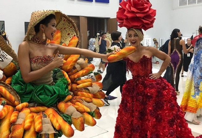 Váy bánh mì của Hoa hậu H'Hen Niê: Trong chê, ngoài khen