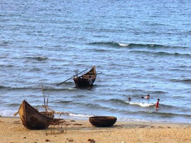 Ngư dân vớt 1 thi thể nổi trên biển