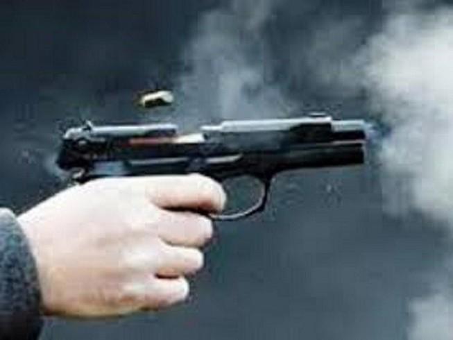 1 thanh niên bị bắn tại nhà