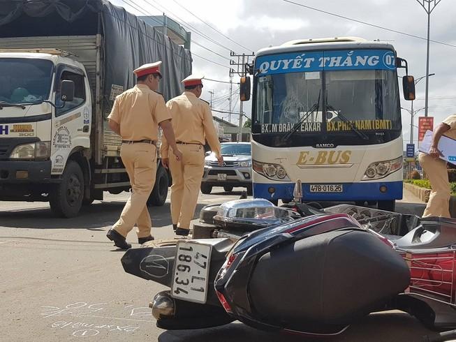 Việt kiều 90 tuổi lái xe tử nạn sau va chạm xe máy