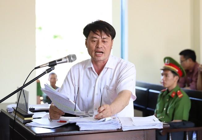 Cựu chủ tịch xã hầu tòa và đề nghị thay đổi kiểm sát viên