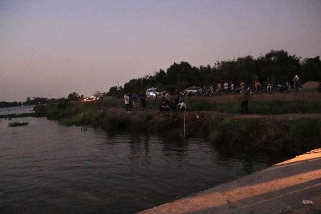 Bình Dương: Phát hiện xác một người phụ nữ gần bờ sông