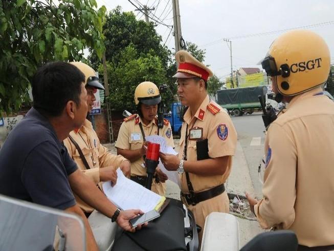 Hàng chục cảnh sát giao thông chốt 24/24 tại Bình Dương