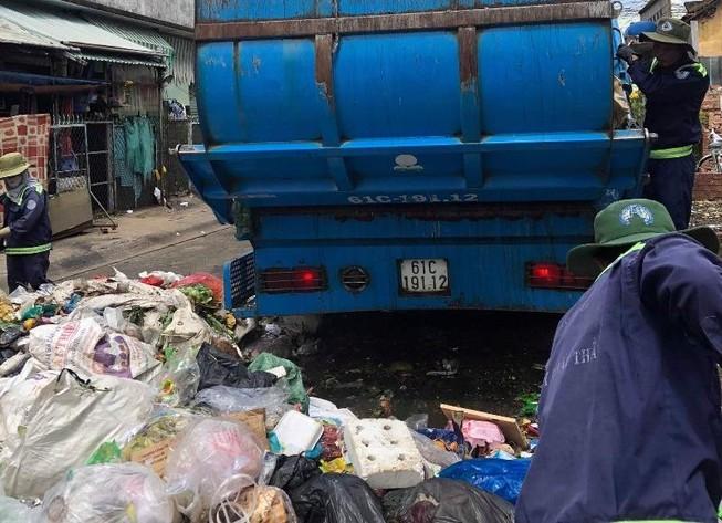 Dân phản đối trạm ép rác ngay trung tâm thị xã