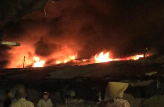 Cháy chợ Bình Long nghi do đốt vàng mã