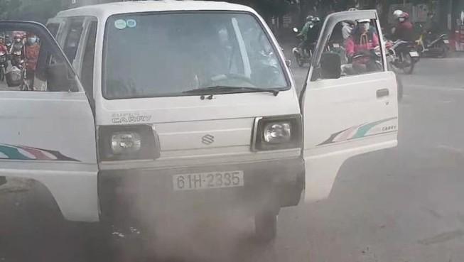 Xe chở học sinh ở Bình Dương bốc cháy