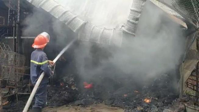 Dân kịp cứu 2 trẻ ở Bình Dương thoát khỏi đám cháy