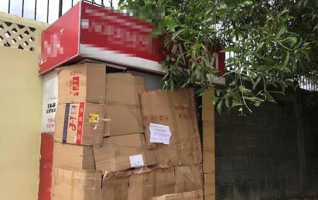 Bình Dương: 1 người đàn ông bịt mặt cạy phá trụ ATM