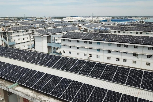Dân bức xúc việc lắp điện năng lượng mặt trời ở mái chung cư