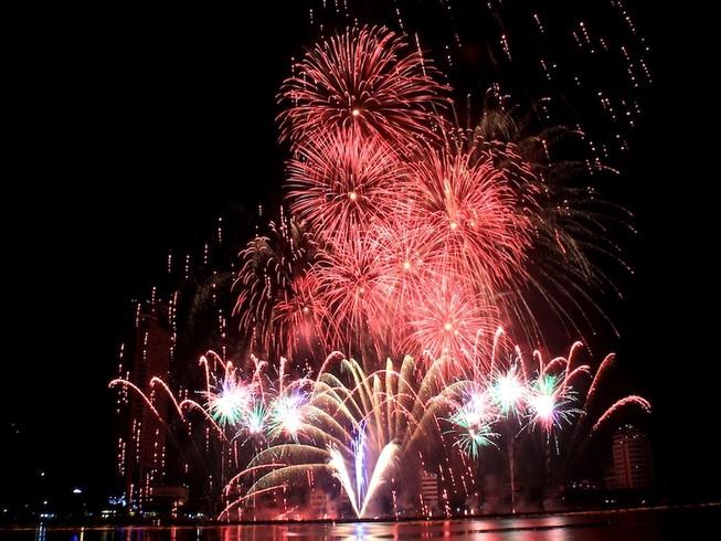 Giá vé xem lễ hội pháo hoa quốc tế chỉ từ 300.000 đồng