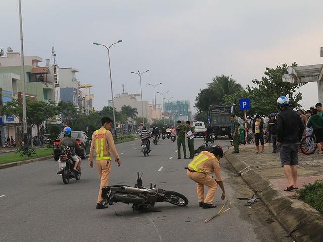 2 xe máy va chạm ở Đà Nẵng, 2 người thương vong