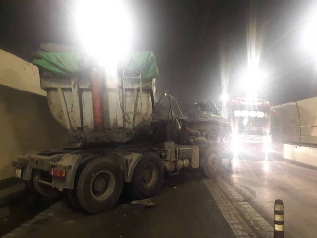 2 xe tải tông trong hầm Hải Vân làm 3 người bị thương