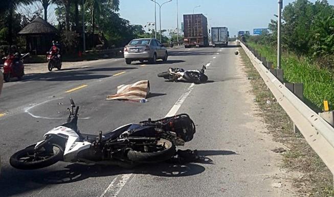 Nữ du khách nước ngoài chết thảm dưới bánh xe đầu kéo