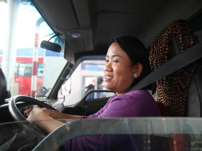 Nữ tài xế làm 'dậy sóng' BOT Cần Thơ-An Giang