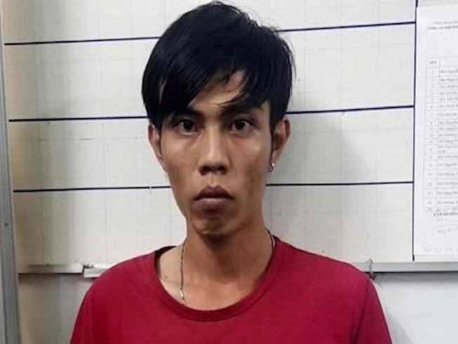 Chục trai trẻ sập bẫy tìm thanh niên 'phục vụ tình dục quý bà'
