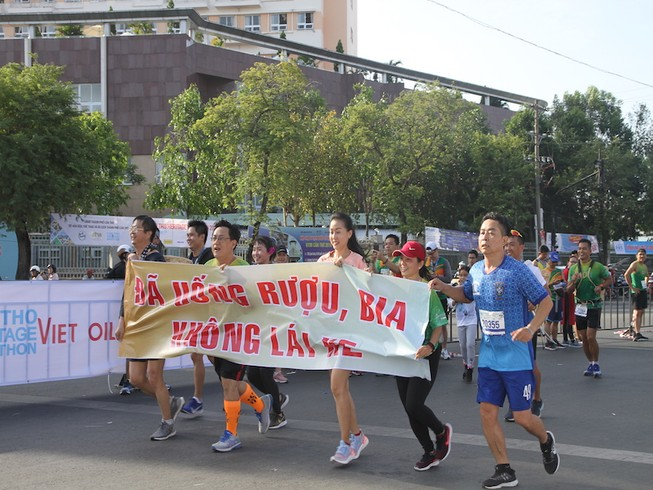 2000 người vừa chạy marathon vừa ngắm cảnh đẹp Cần Thơ