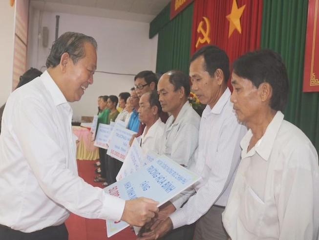 Phó Thủ tướng Trương Hòa Bình tặng nhà tình nghĩa ở Vĩnh Long