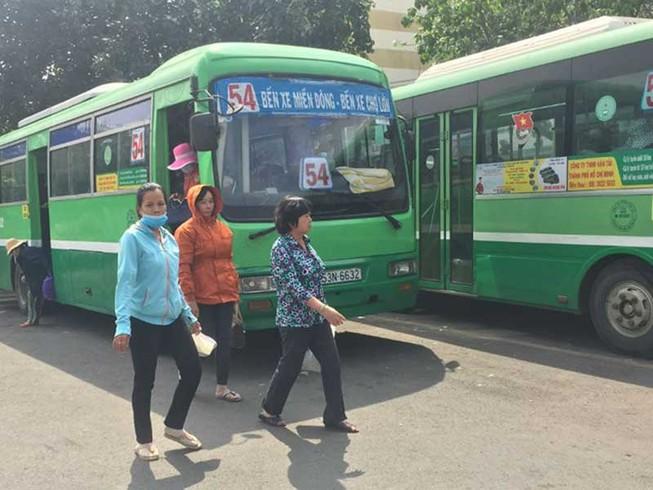 Nguy cơ xe buýt ngưng chạy vì tiền trợ giá chậm, thấp