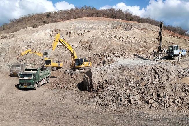 Tận dụng đá đổ thải đắp nền cao tốc Vĩnh Hảo - Phan Thiết