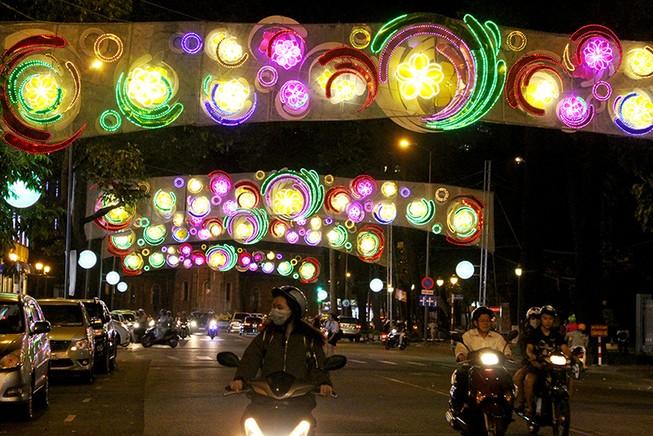 Sở VH&TT giải thích chủ đề trang trí ánh sáng ở TP.HCM