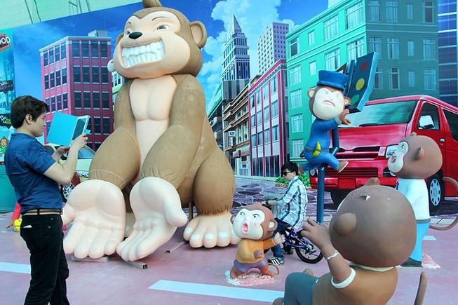 Lộ diện 101 chú khỉ trong khu vui chơi Hollywood tại TP.HCM