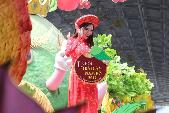 Ngắm bóng hồng xinh đẹp tại lễ hội trái cây Nam Bộ