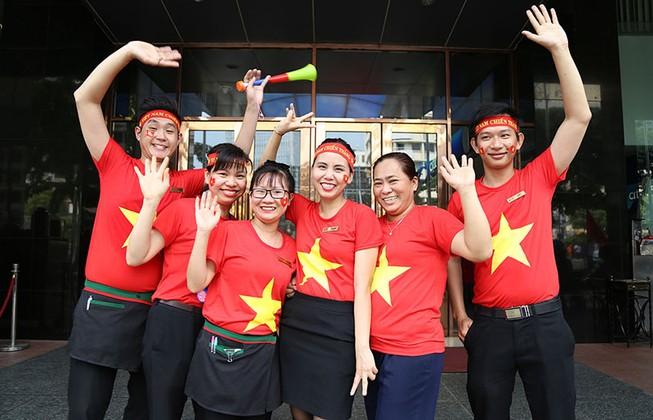 TP.HCM ngập tràn sắc đỏ, cổ vũ U-23 Việt Nam