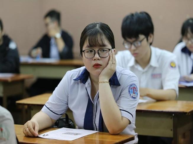 Thí sinh TP.HCM căng thẳng trong ngày làm thủ tục dự thi