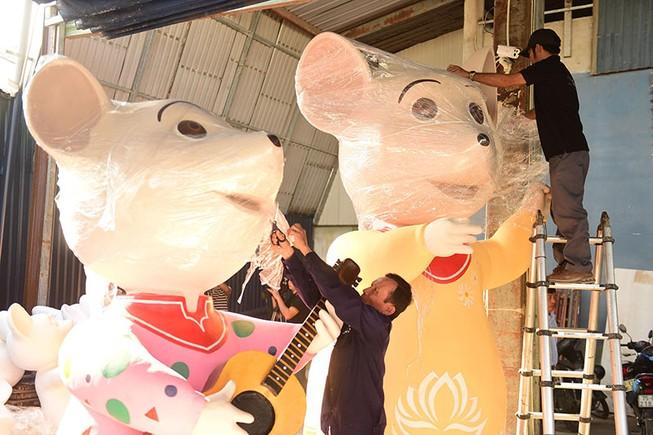 """Lộ diện gia đình chuột sắp """"đổ bộ"""" đường hoa Nguyễn Huệ 2020"""