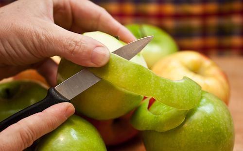 Cách rửa thuốc trừ sâu ngoài vỏ táo theo chuẩn khoa học
