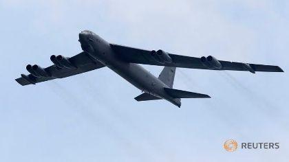 2 Pháo đài bay B-52 bay gần đảo nhân tạo ở Trường Sa