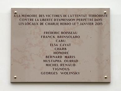 Bia tưởng niệm nạn nhân vụ Charlie Hebdo mắc lỗi chính tả