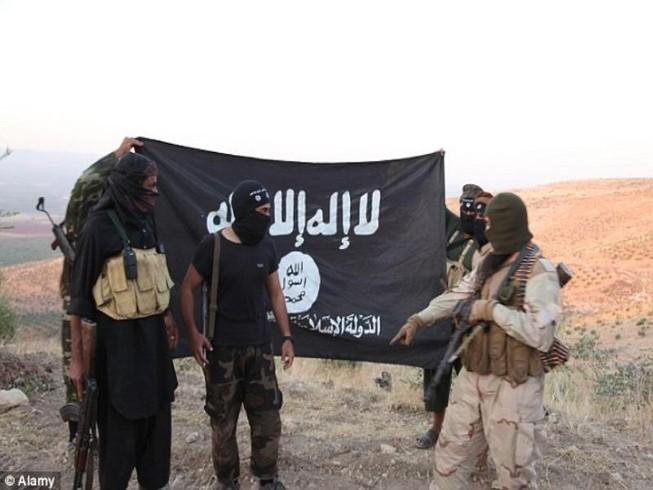 Kích nổ nhầm áo đánh bom, 16 phiến quân IS bỏ mạng