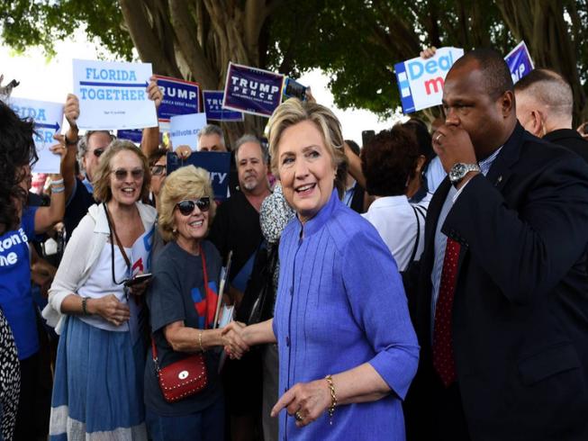FBI đã được phép điều tra bê bối email của bà Clinton