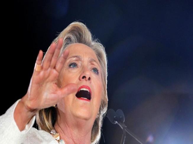 Công bố  thêm 1.250 trang email của bà Clinton