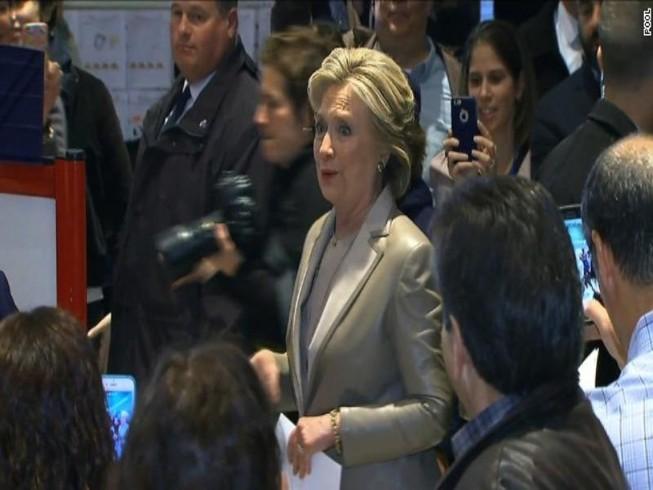 Bà Clinton bỏ phiếu cho chính mình ở New York