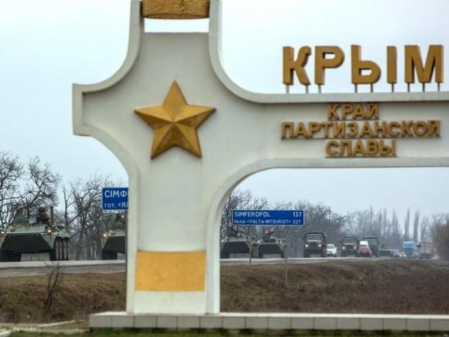 Kiev tăng quân dọc biên giới Crimea
