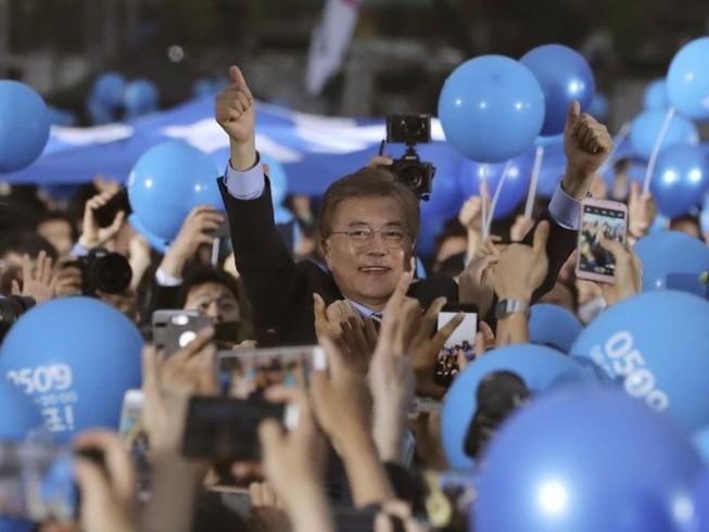 Ông Moon Jae-in nắm chắc ghế Tổng thống Hàn Quốc